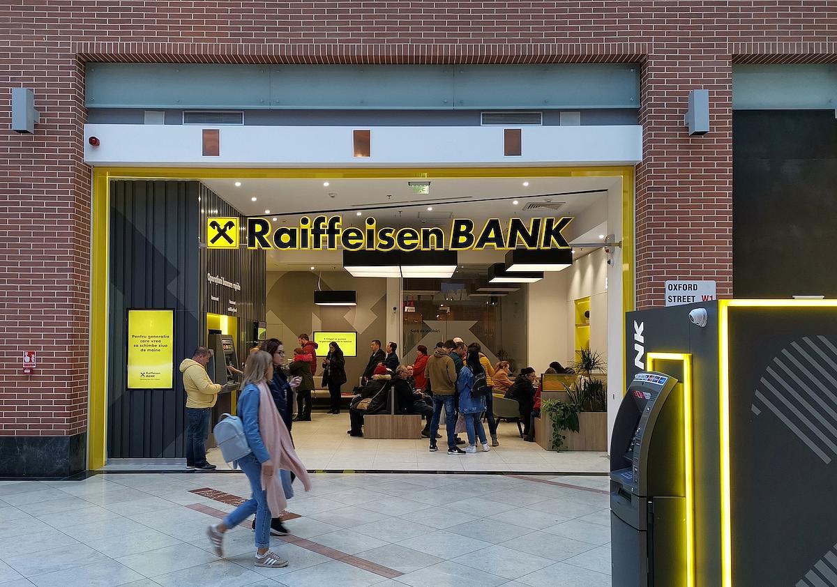 Raiffeisen Bank pozywa państwa Dziubaków